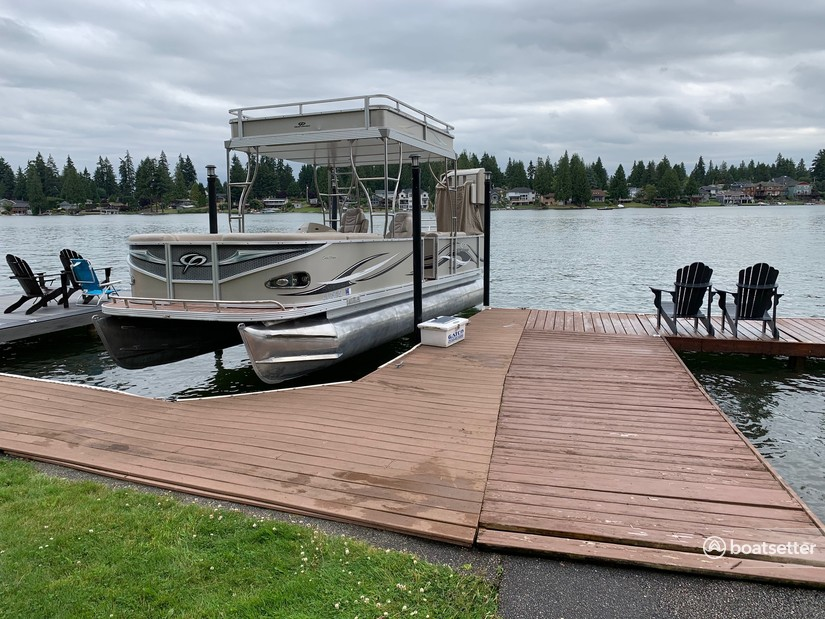Rent a Crest Pontoons pontoon in Bonney Lake, WA near me