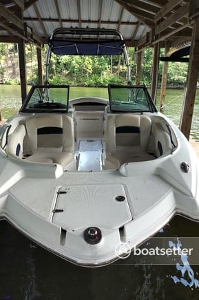 Rent a Chaparral Boats bow rider in Hot Springs, AR near me