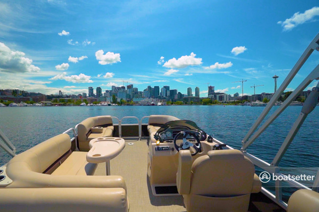 Rent a Sun Tracker by Tracker Marine pontoon in Seattle, WA near me