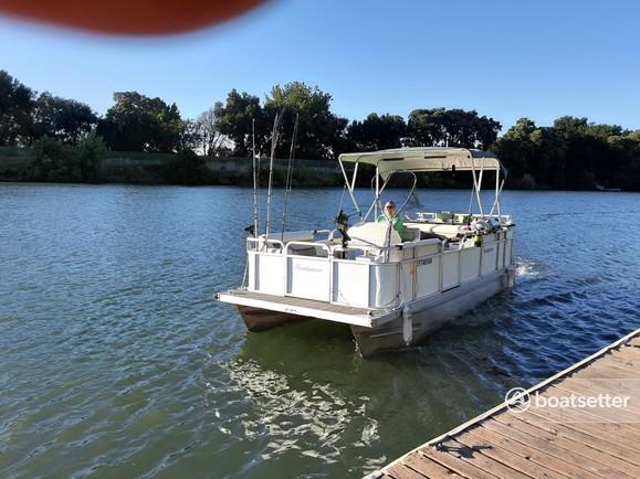 Rent a Sundancer Pontoons pontoon in Walnut Grove, CA near me
