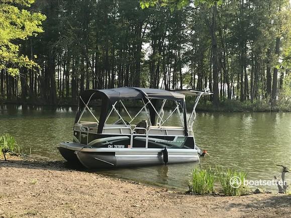 Rent a Princecraft pontoon in Columbus, OH near me