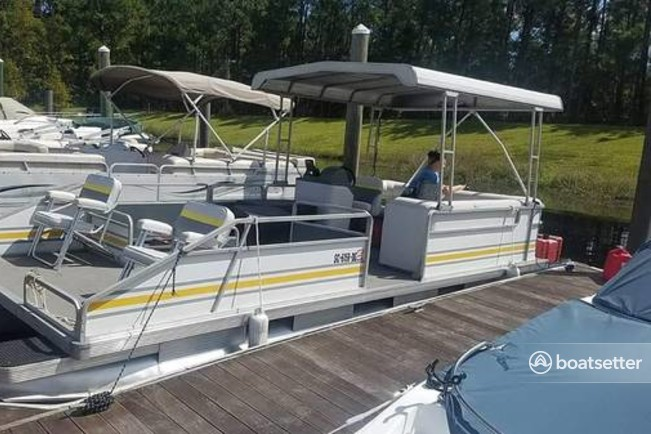 Rent a Sun Tracker by Tracker Marine pontoon in Conway, SC near me
