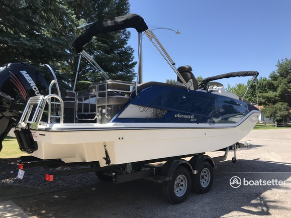 Rent a Bayliner deck boat in Lakeside, MT near me
