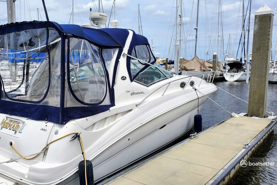 Rent a Sea Ray Boats cruiser in Jacksonville, FL near me