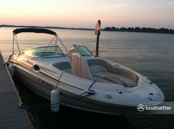 Rent a Sea Ray Boats bow rider in Mooresville, NC near me
