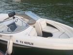 21 ft. Bayliner 2050 LX Capri BR  Bow Rider Boat Rental Austin Image 3