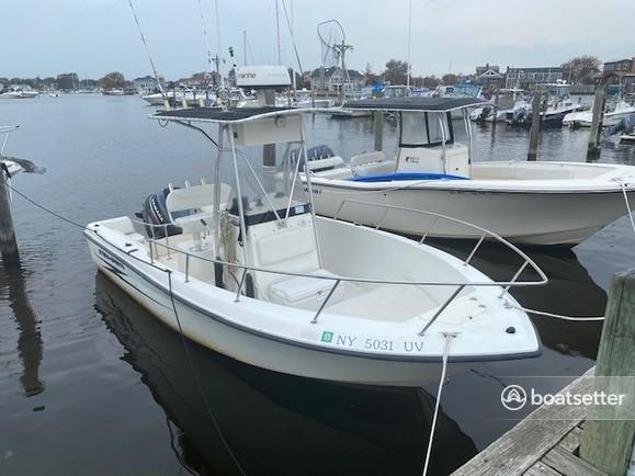 Rent a Hydrasports Boats center console in Babylon, NY near me