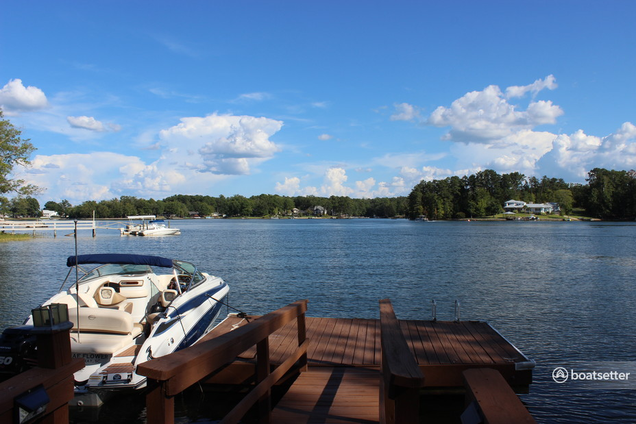Rent a Crownline Boats cruiser in Chapin, SC near me