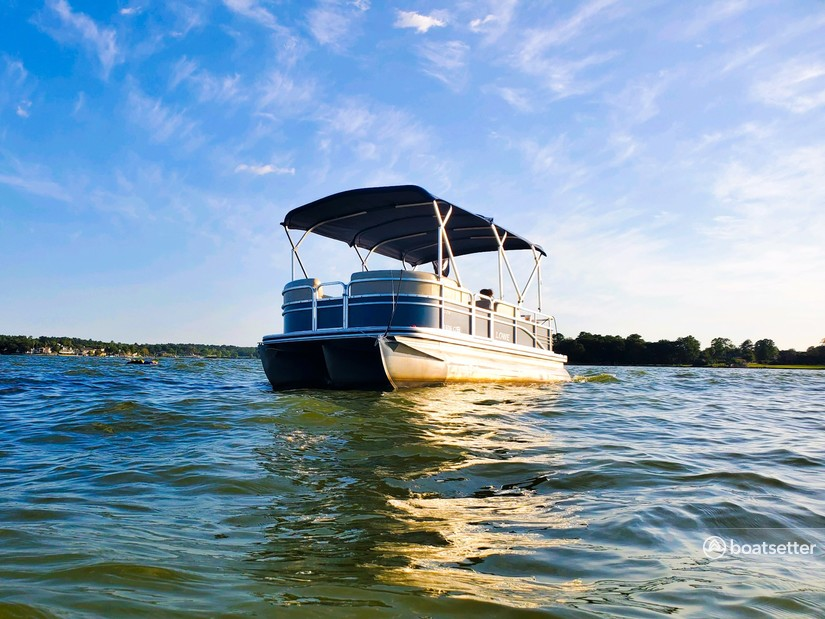 Rent a Lowe Pontoons pontoon in Conroe, TX near me