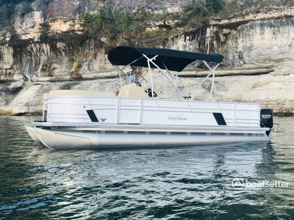 Rent a Sun Chaser pontoon in Belton, TX near me