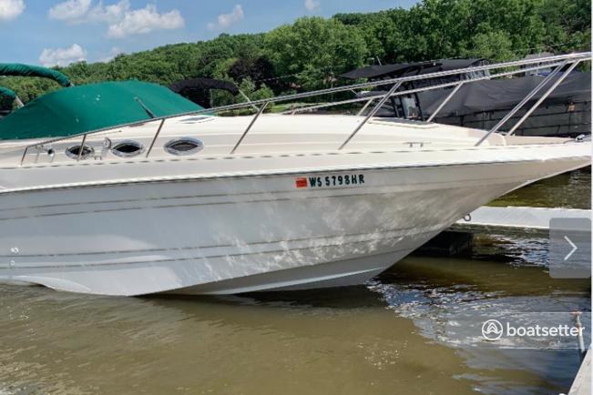 Rent a Regal Boats cruiser in Algonquin, IL near me