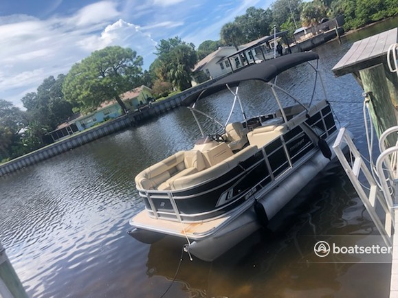 Rent a Starcraft Marine pontoon in Palm Harbor, FL near me