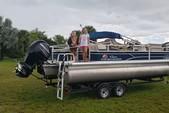 22 ft. Sun Tracker by Tracker Marine Fishin' Barge 22 XP3 w/150ELPT 4-S Pontoon Boat Rental Fort Myers Image 5
