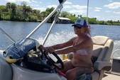22 ft. Sun Tracker by Tracker Marine Fishin' Barge 22 XP3 w/150ELPT 4-S Pontoon Boat Rental Fort Myers Image 17