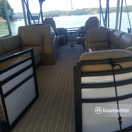 Rent a CRESTLINER BOATS pontoon in Morganton, GA near me