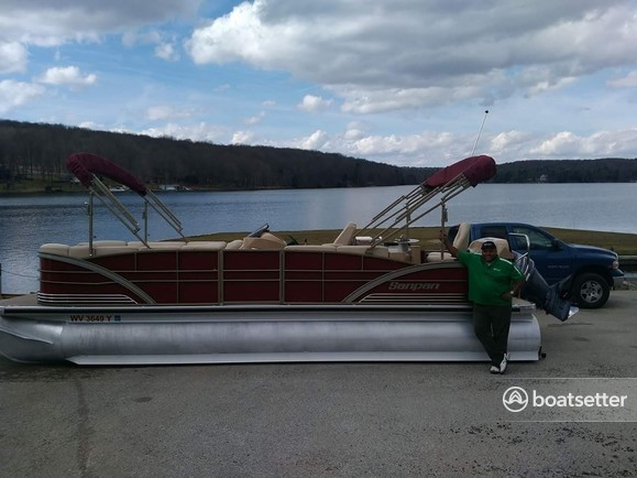 Rent a Godfrey Marine pontoon in Plum, PA near me