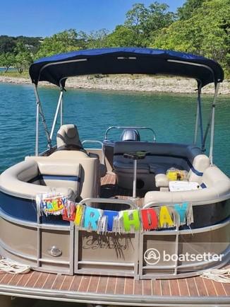Rent a Berkshire Pontoons pontoon in Canyon Lake, TX near me
