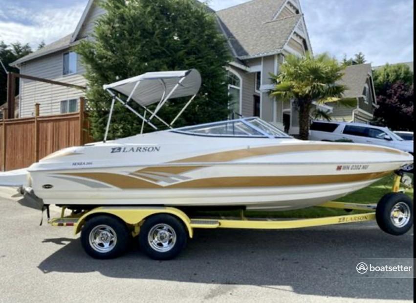 Rent a Larson Boats bow rider in Tukwila, WA near me