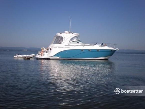 Rent a Rinker Boats motor yacht in Bloomington, IN near me