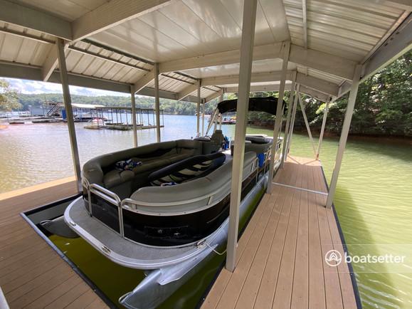 Rent a Encore Bentley pontoon in Dawsonville, GA near me