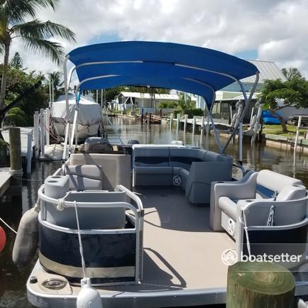 Rent a Bennington Marine pontoon in Naples, FL near me