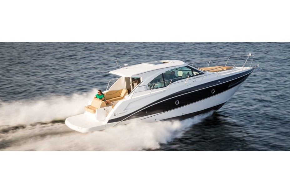 Rent a Cruisers motor yacht in Chicago, IL near me