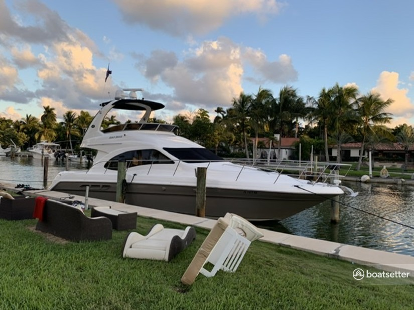 Rent a Sea Ray Boats motor yacht in Miami, FL near me