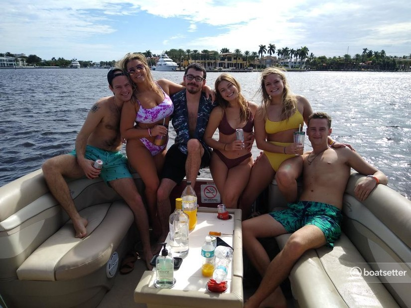 Rent a Bennington Marine pontoon in Fort Lauderdale, FL near me