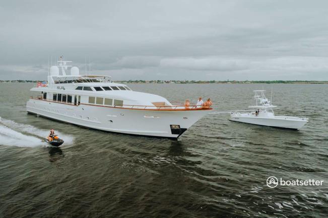 Rent a Broward motor yacht in Fort Myers, FL near me