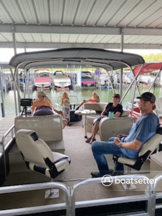 Rent a Lowe Boats pontoon in Springdale, AR near me