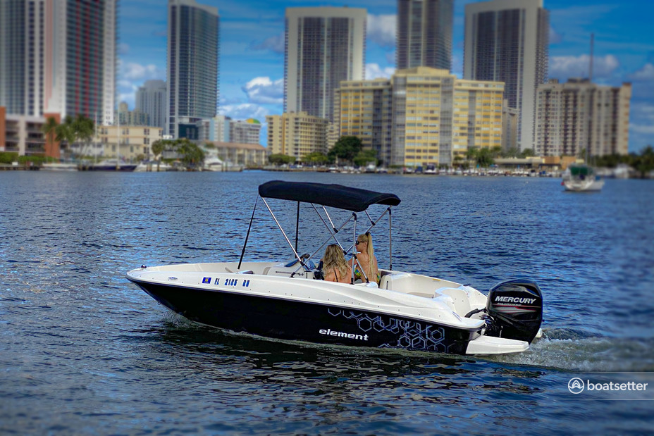 Rent a BAYLINER deck boat in Aventura, FL near me
