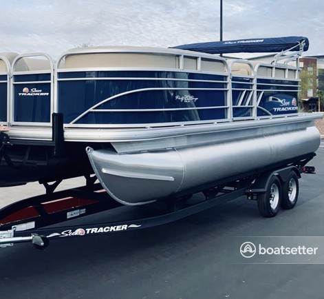 Rent a Suntracker pontoon in Peoria, AZ near me