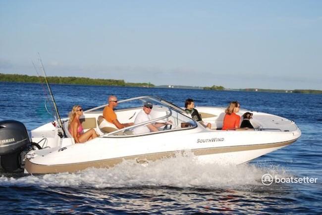 Rent a Southwind by Bennington deck boat in St. Petersburg, FL near me