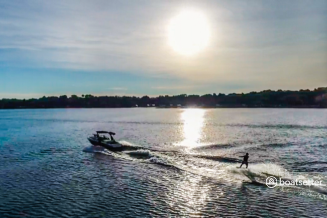 Rent a Malibu Boats ski and wakeboard in Madison, WI near me