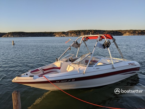 Rent a Larson Boats bow rider in Belton, TX near me