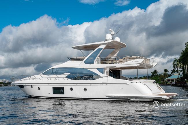 Rent a Azimut motor yacht in Naples, FL near me