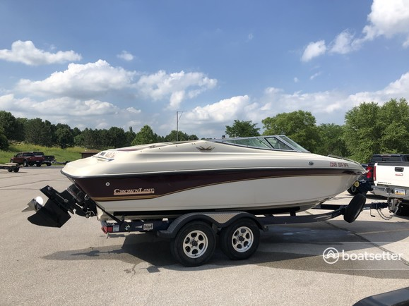 Rent a Crownline Boats bow rider in Raymond, NE near me