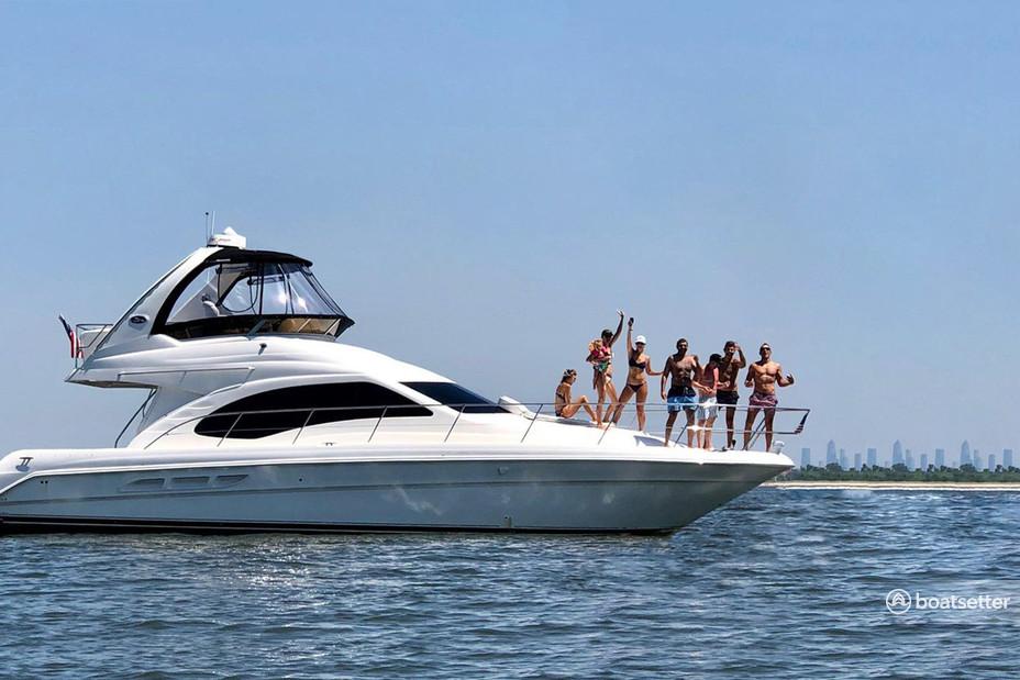 Rent a Sea Ray Boats cruiser in Brooklyn, NY near me