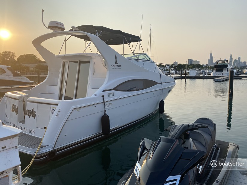 Rent a Carver Yachts flybridge in Chicago, IL near me