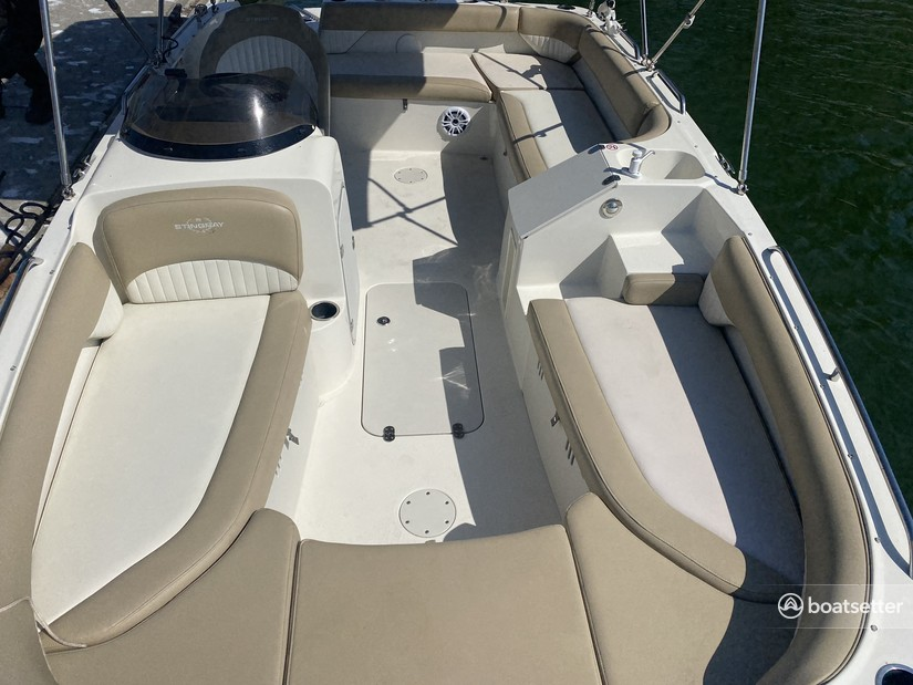 Rent a STINGRAY BOATS deck boat in Tampa, FL near me
