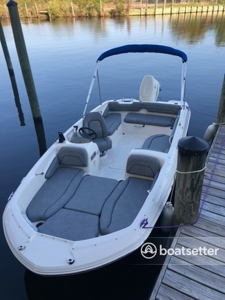 Rent a STINGRAY BOATS deck boat in Gulfport, MS near me