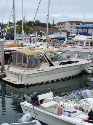 Rent a Sea Ray Boats cruiser in Newport, RI near me