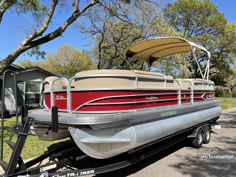 Rent a SUN TRACKER pontoon in Grapevine, TX near me