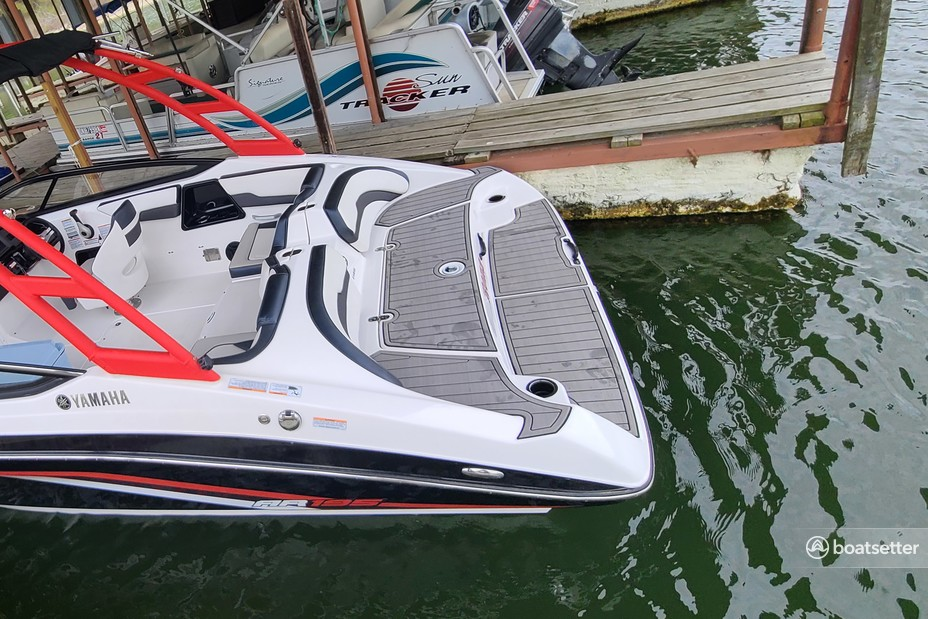 Rent a YAMAHA jet boat in Denison, TX near me