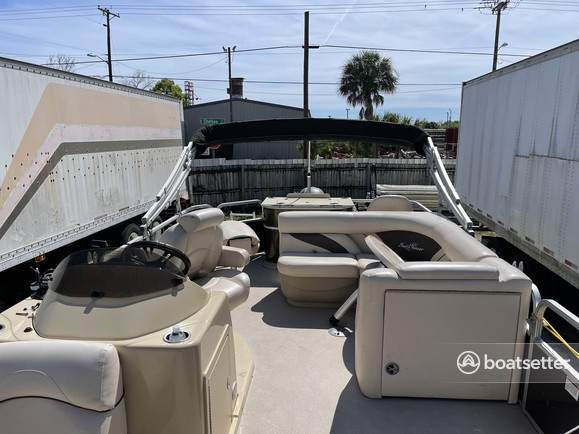 Rent a SUNCHASER BY SMOKER CRAFT pontoon in Tampa, FL near me