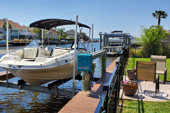Rent a Stingray Boats bow rider in Yulee, FL near me