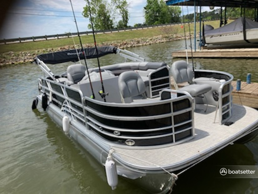 Rent a Berkshire pontoon in Willis, TX near me
