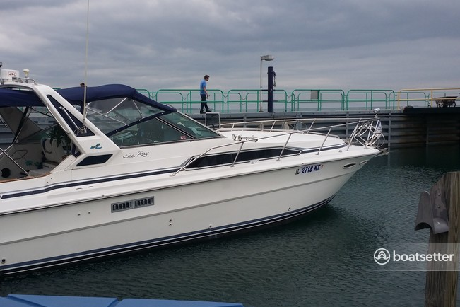 Rent a Sea Ray Boats express cruiser in Hammond, IN near me