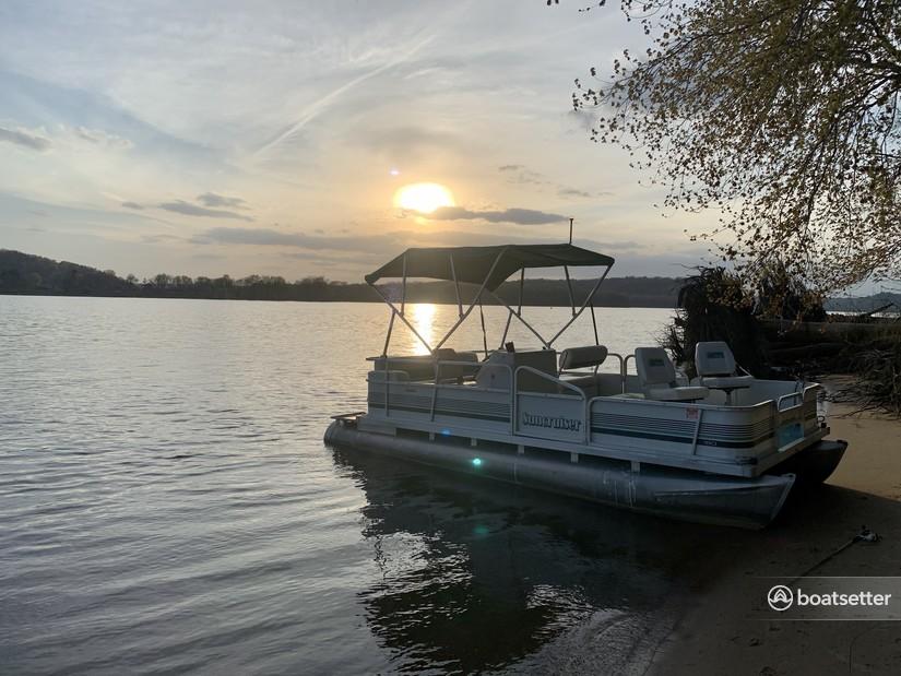 Rent a Sun Tracker By Tracker Marine pontoon in Bellevue, IA near me
