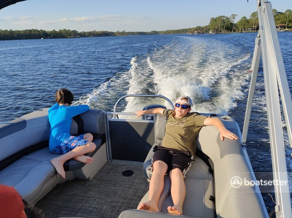 Rent a Crestliner Boats pontoon in Fort Walton Beach, FL near me